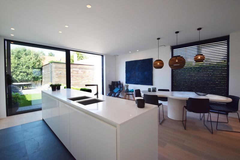 te koop huis Knokke BCint tafel Immo Knokke Real Estate interieur