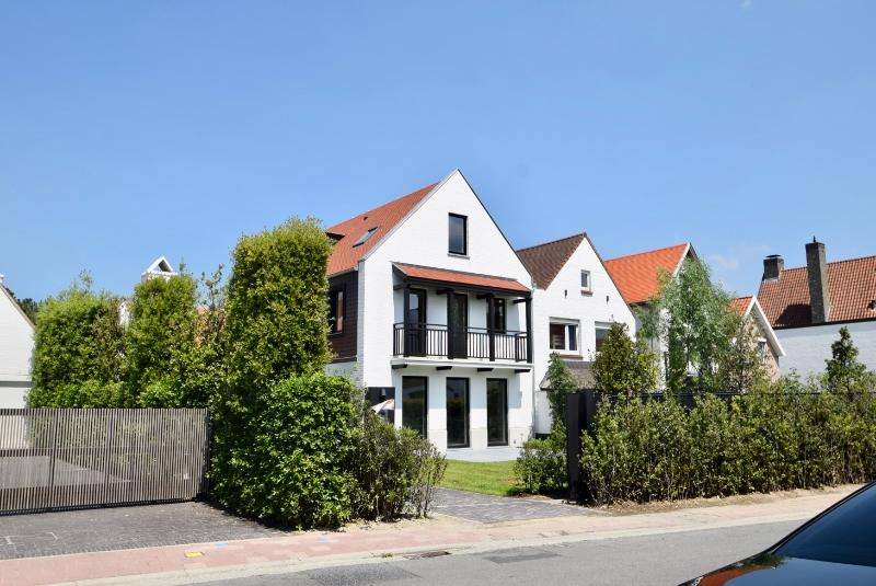 Sublieme nieuwbouwvilla gelegen in een rustige, groene omgeving vlak aan de Kalfsmolen aan de rand van het Zoute.