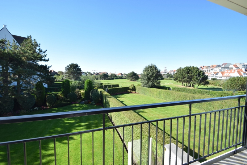 Knokke Real Estate te koop villa residentie met zicht minigolf Approach