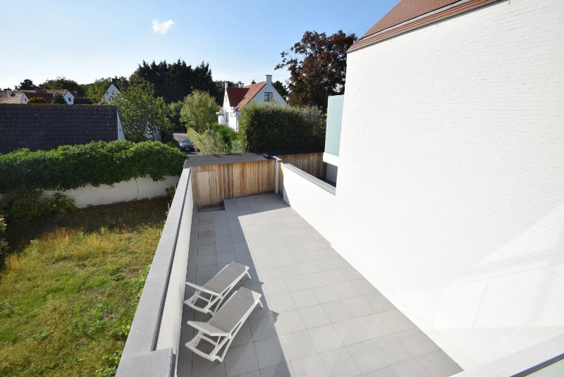 Woning Clos Des Arts Oosthoekplein 4 te koop bij Knokke Real Estate, terras